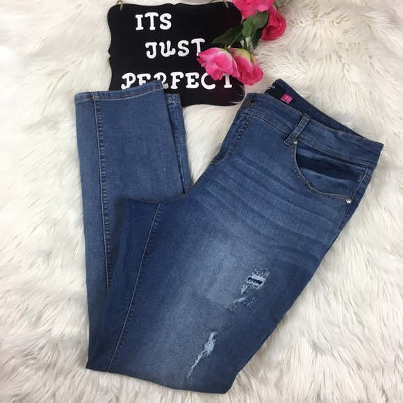 4b31f48a14f Torrid Skinny Jeans Ripped distressed wash R19